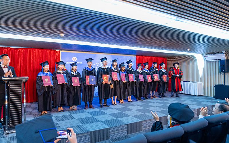Lễ Bế giảng Khóa học Cấp cao – Vinh danh những nhà lãnh đạo trẻ triển vọng
